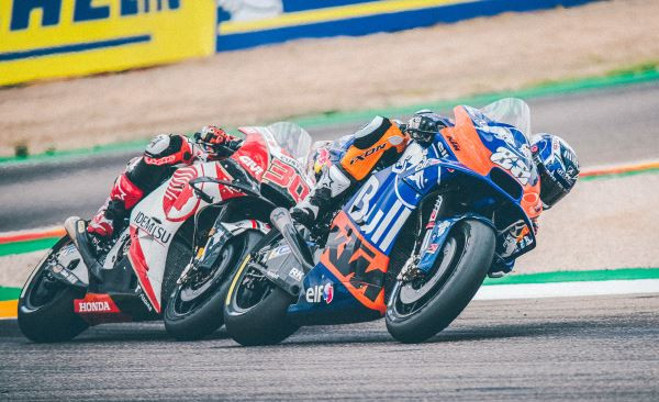 Miguel Oliveira (88) racing with Takaaki Nakagami (30).