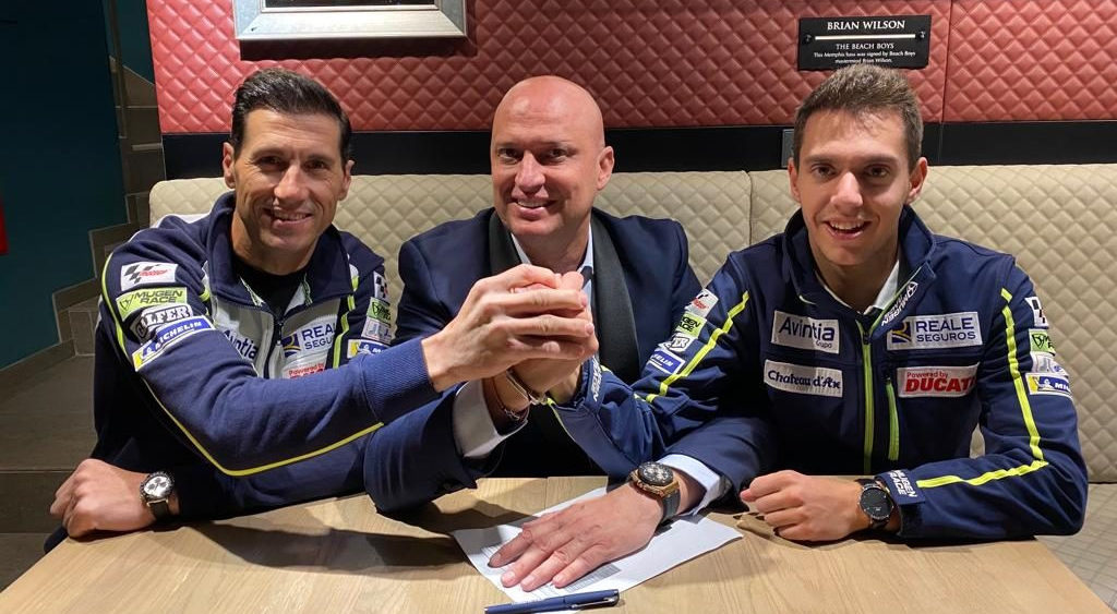 Xavier Cardelus (right) with Avintia Racing Team Manager Ruben Xaus (left) and Esponsorama CEO Raul Romero (center). Photo courtesy of Avintia Racing.