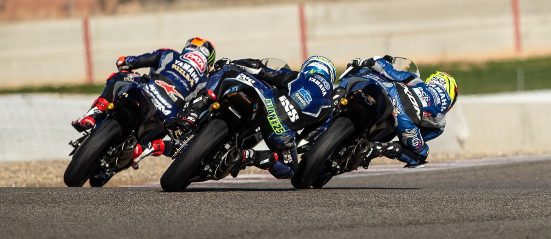 Riders in action on Yamaha YZF-R3 racebikes. Photo courtesy of Yamaha Motor Europe.
