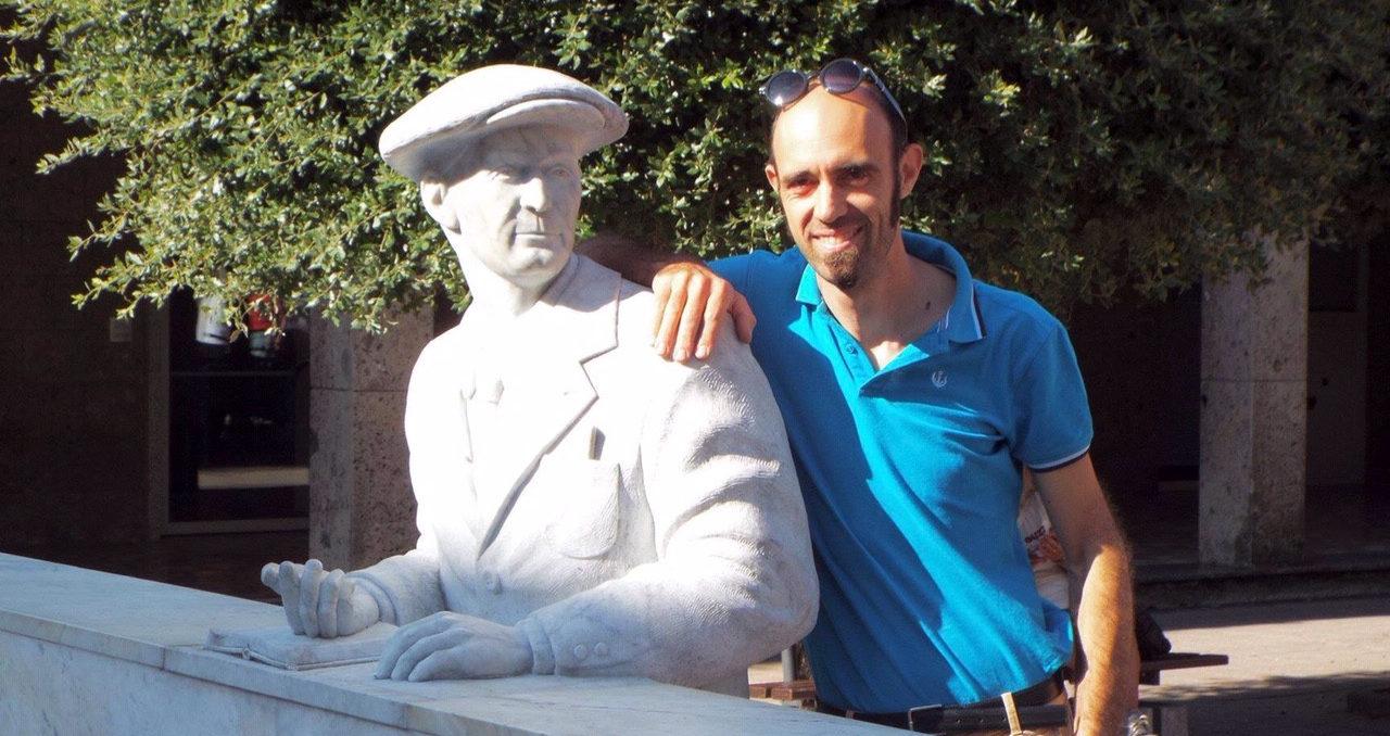 Artist Ettore Gambioli, seen here with his statue of Carlo Guzzi, is now working on a new statue of Moto Guzzi co-founder Giorgio Parodi for the 100th anniversary celebration of Moto Guzzi. Photo courtesy of Elena Bagnasco, the granddaughter of Giorgio Parodi.