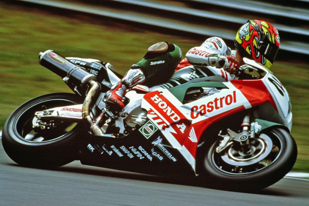 Colin Edwards (2) at speed on his Honda RC51. Photo courtesy of Honda Racing Corporation (HRC).