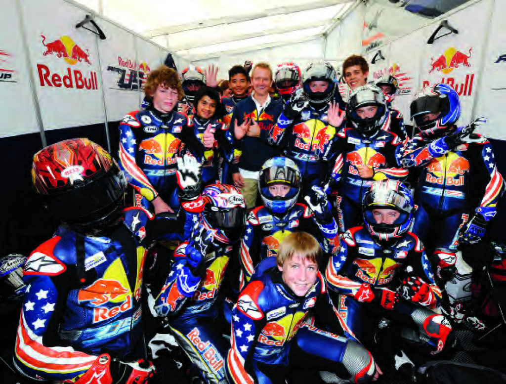 Kevin Schwantz poses with the Red Bull AMA Rookies Cup kids at Mazda Raceway Laguna Seca, 2008. Photo by DPPI Media.