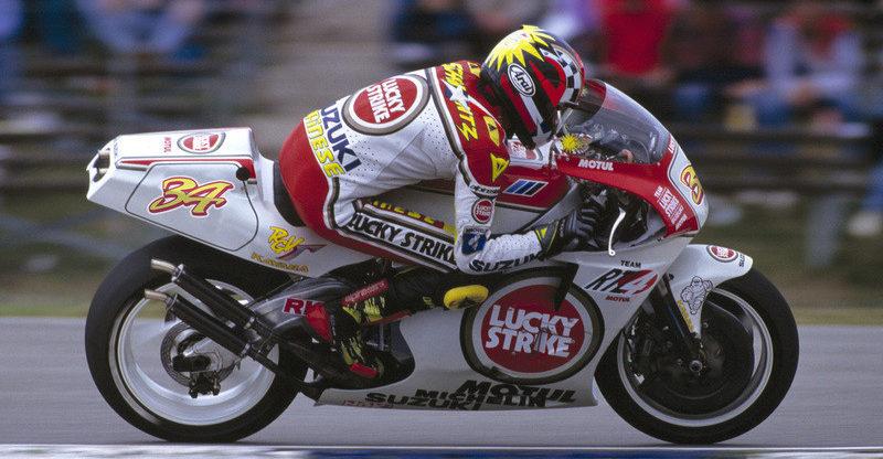 Kevin Schwantz (34) on his way to victory at Assen in 1993. Photo courtesy Suzuki.