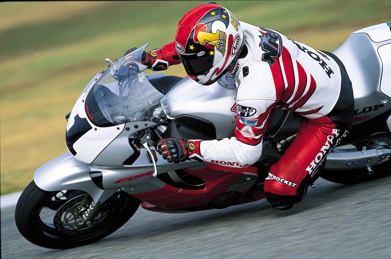 Nicky Hayden (1) on his factory Honda CBR600F4 during the 2000 AMA Supersport Championship season. Photo courtesy American Honda.