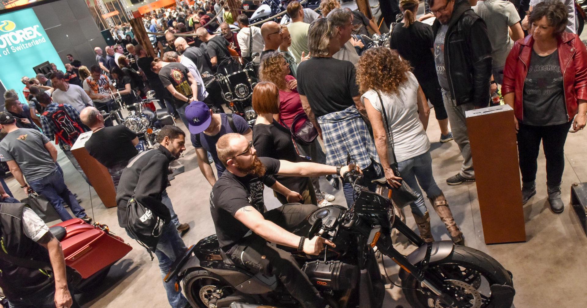 Fans at a previous INTERMOT Show. Photo courtesy Koelnmesse / INTERMOT.
