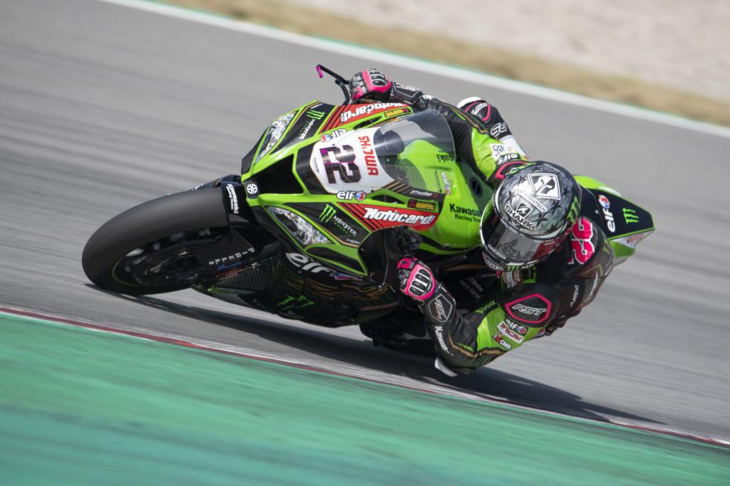 Alex Lowes (22) at speed during testing at Catalunya. Photo courtesy Kawasaki.