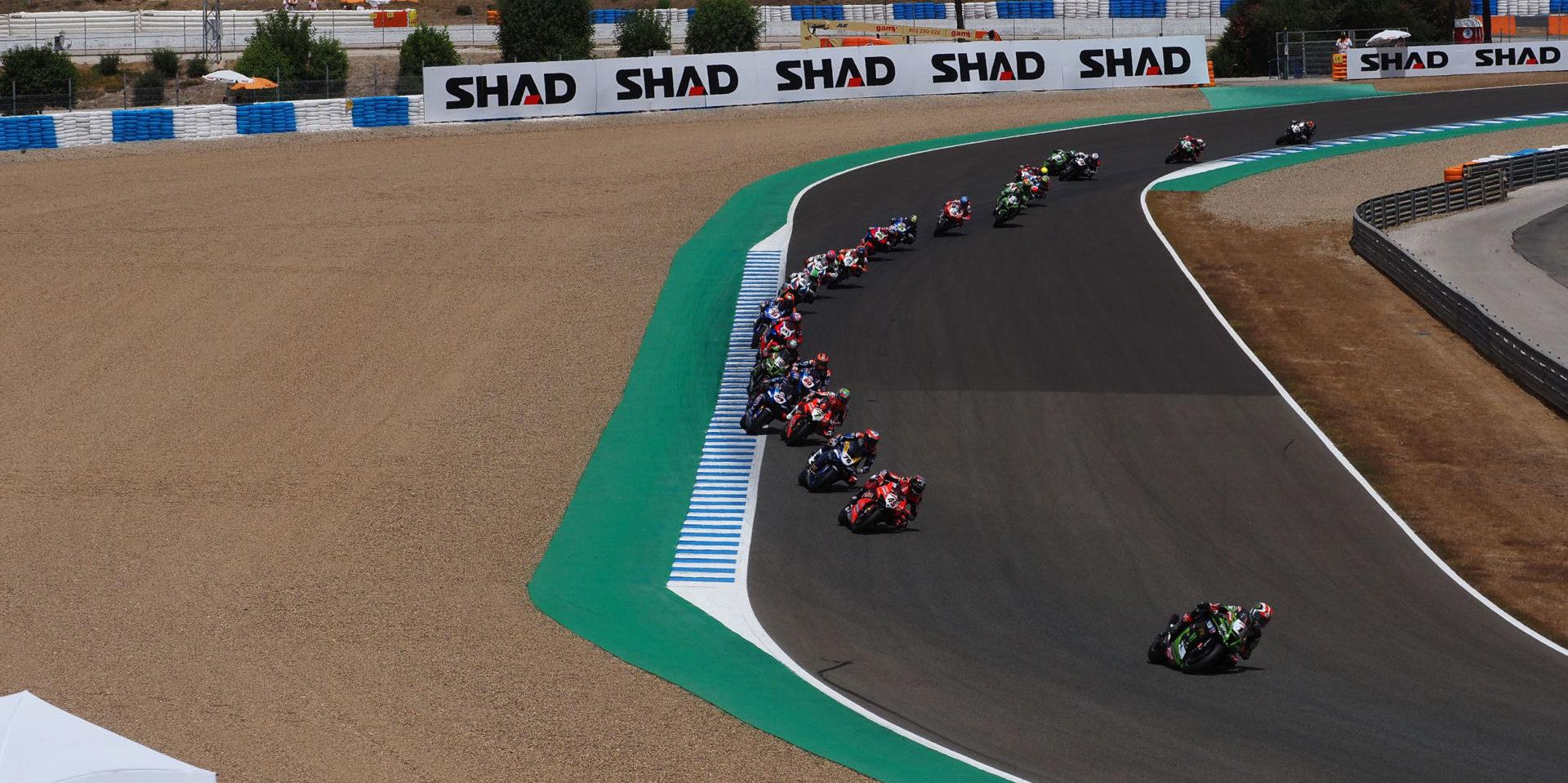 Jonathan Rea (1) leads a World Superbike race Sunday at Jerez. Photo courtesy Dorna. WorldSBK Press Office.