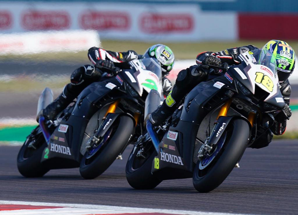 Teammates and brothers Andrew Irwin (18) and Glenn Irwin (2) battle for the lead in British Superbike Race One at Donington Park. Photo courtesy MSVR.