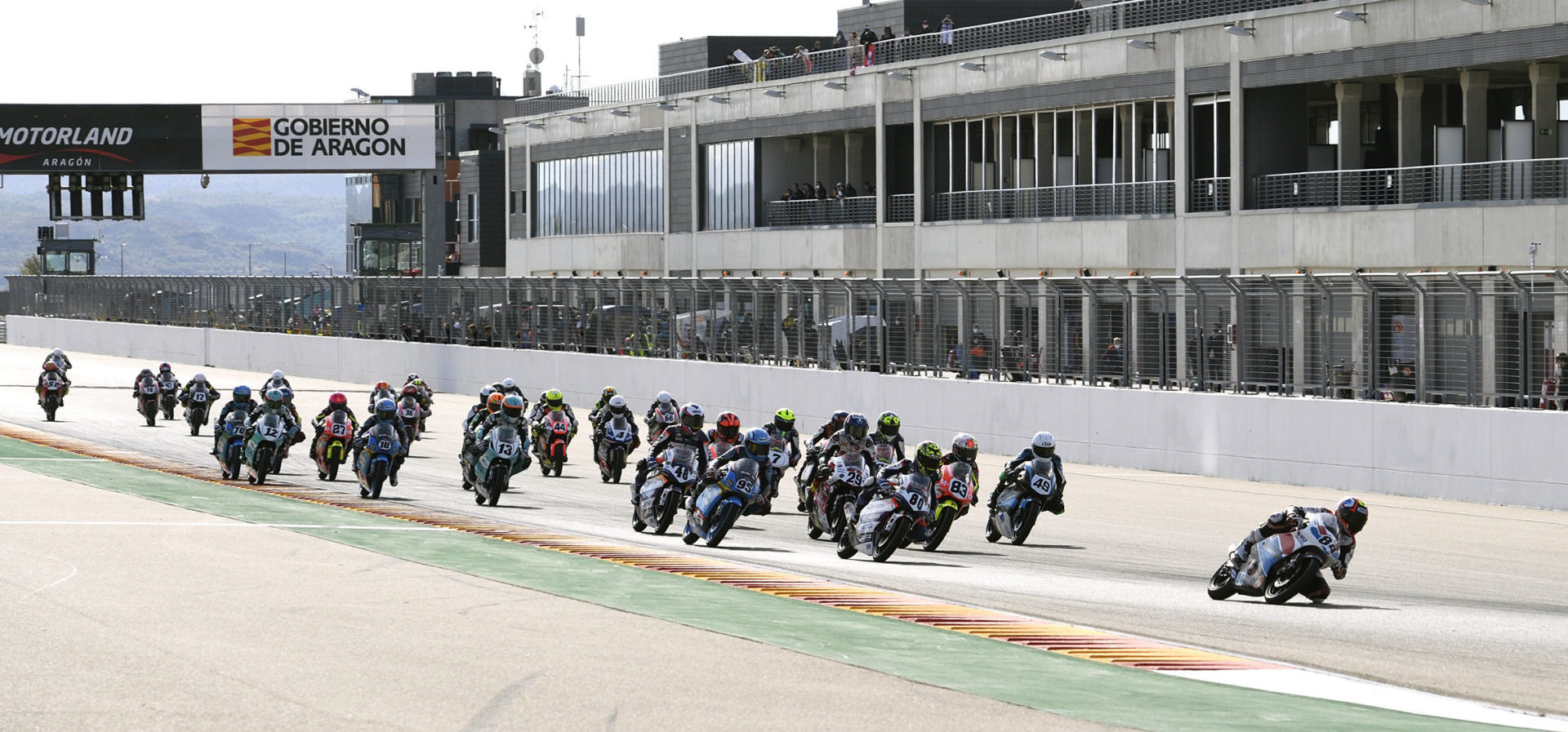 The start of a European Talent Cup race at Motorland Aragon. Photo courtesy Repsol CEV Press Office.