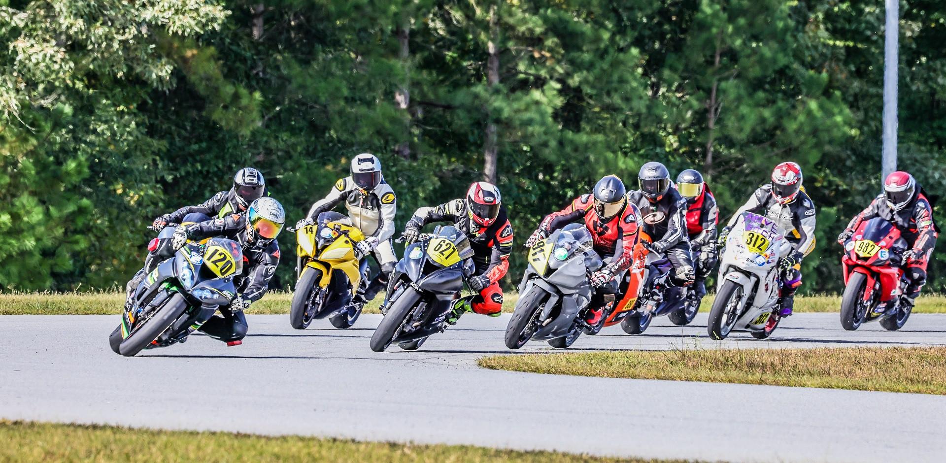 The start of the Motogladiator Supersport 600 race at NC Bike. Photo by Joshua Barnett/Apex Pro Photo, courtesy of Motogladiator.