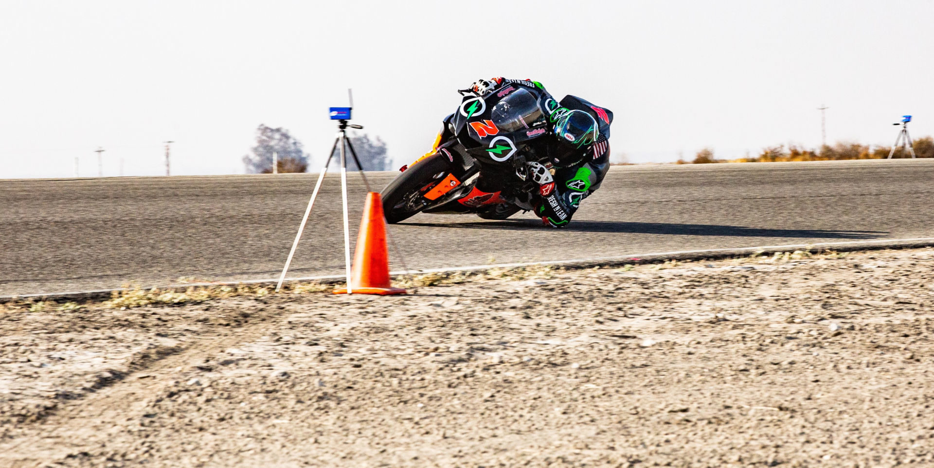 Josh Herrin (2) dragging his elbow as he approaches an electronic timing instrument at Buttonwillow Raceway Park. Photo courtesy Fresh n' Lean.