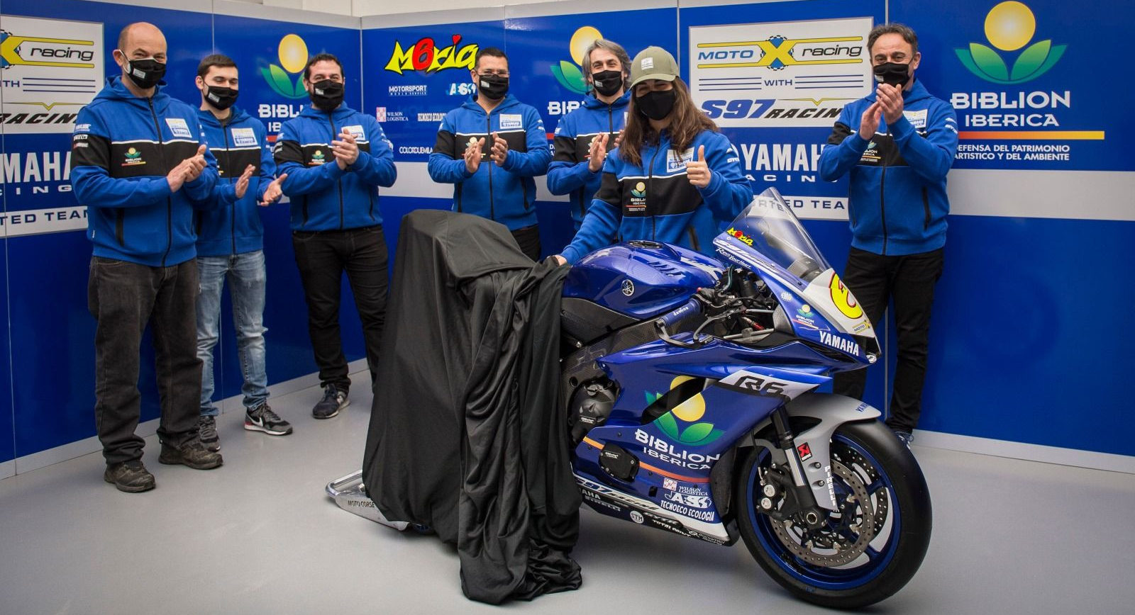 Maria Herrera (wearing hat) and her team reveal their new Biblion Motoxracing Yamaha WorldSSP Supported YZF-R6. Photo courtesy Yamaha Racing.