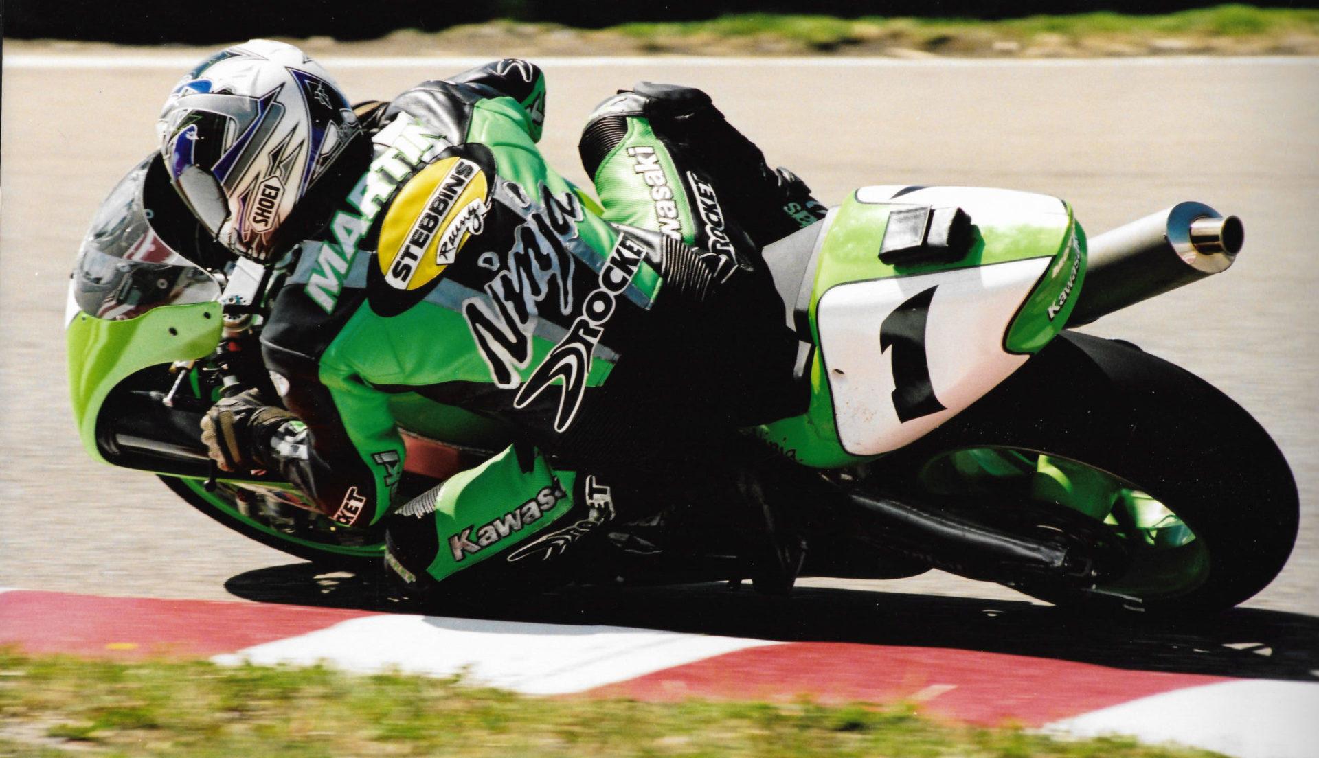 Joe Rocket-sponsored Francis Martin (1) at speed in 2000. Photo by Colin Fraser, courtesy CSBK.