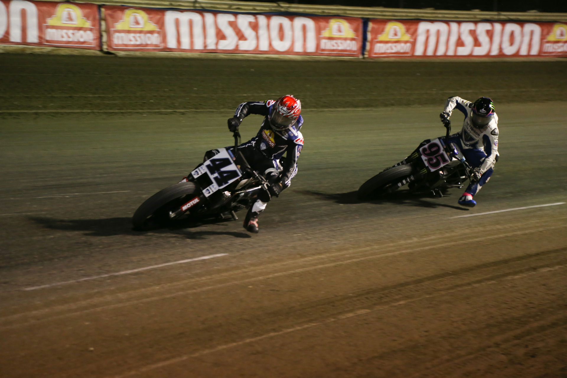 Brandon Robinson (44) and JD Beach (95) during the AFT Mission SuperTwins main event at the Volusia Half-Mile I. Photo by Scott Hunter, courtesy AFT.