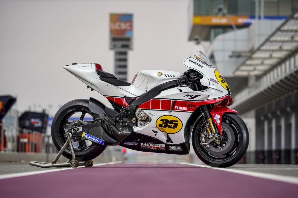 Cal Crutchlows Yamaha YZR-M1 en peinture spéciale pour le 60e anniversaire de Yamaha en Grand Prix.  Photo gracieuseté de Yamaha.