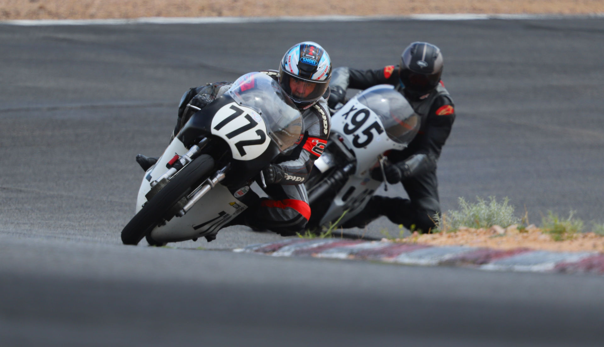 Jeff Elings (772) and Andrew Mauk (X95) battle at Willow Springs International Raceway. Photo by etechphoto.com, courtesy AHRMA.