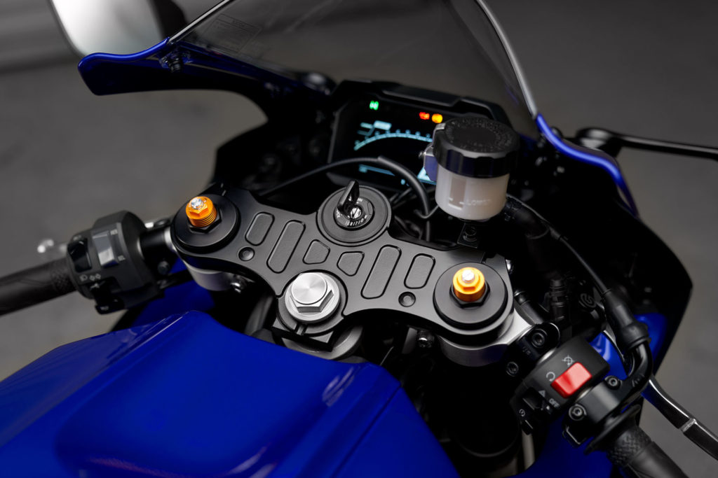The 2022-model Yamaha YZF-R7 comes with 41mm KYB inverted front forks. Photo courtesy Yamaha.