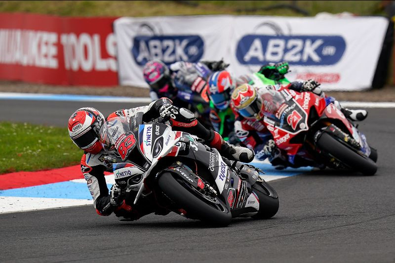 Danny Buchan (83) leads Christian Iddon (21) and others during a British Superbike race Sunday at Knockhill Circuit. Photo courtesy MotorSport Vision Racing.