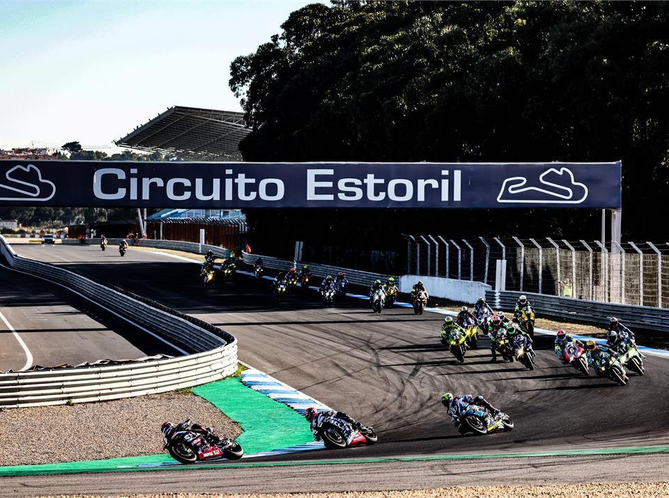 Start of the Estoril 12-Hours, with Yoshimura SERT Motul Suzuki leading F.C.C.TSR Honda France (5) and BMW Motorrad Motorsports (37). Photo courtesy Suzuki.