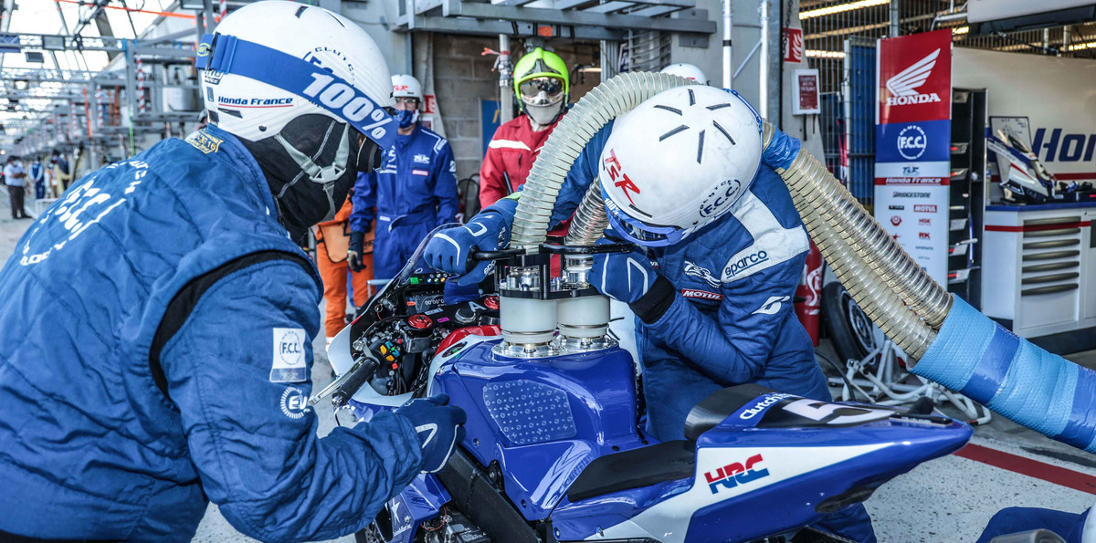 A dual dry break refueling system in use during a pit stop during an FIM Endurance World Championship race. Photo courtesy Eurosport Events.