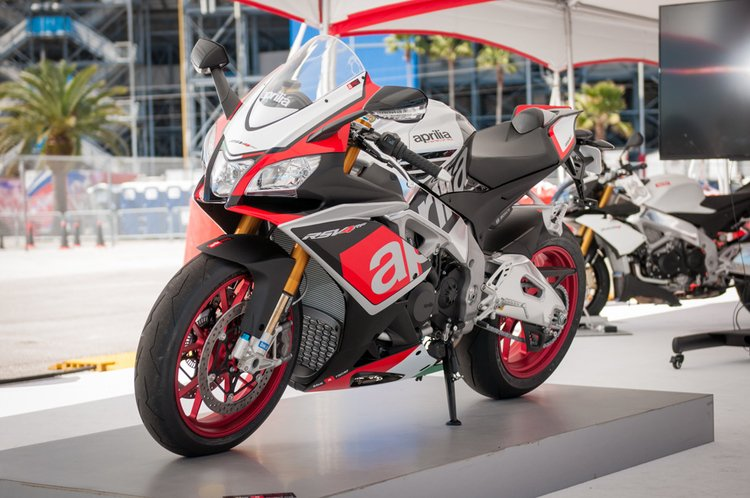Aprilia Usa Announces Pricing For Rsv4 Rf And Other 2016 Models Roadracing World Magazine Motorcycle Riding Racing Tech News